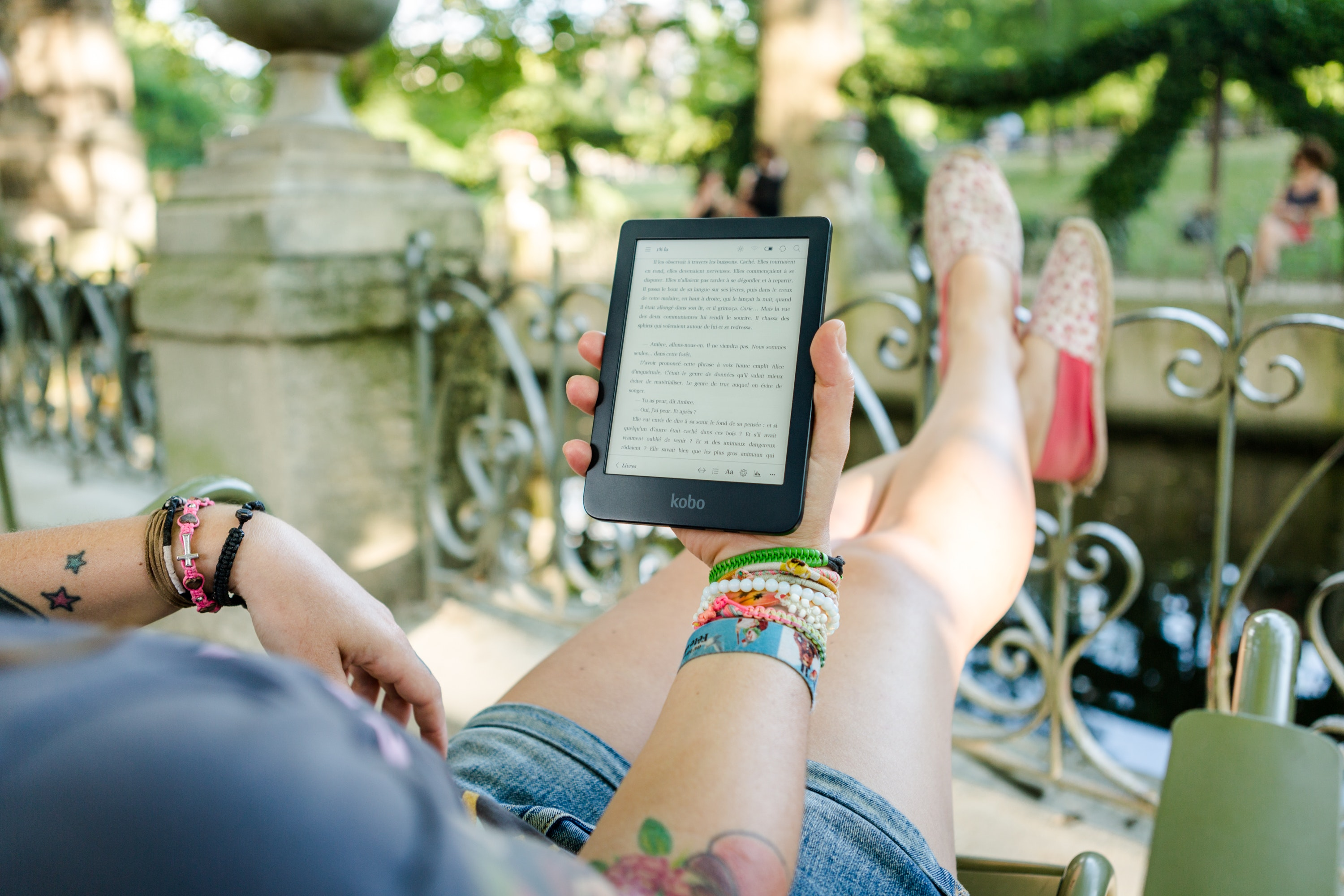 person-holding-person-holding-kobo-e-reader-1324859